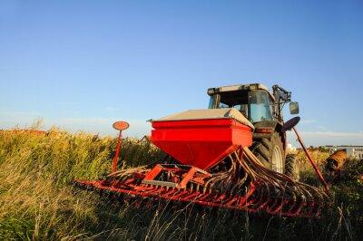 Carta da parati Traktor mit dem Feld Sämaschine auf