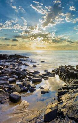 Carta da parati Tramonto alla spiaggia rocciosa