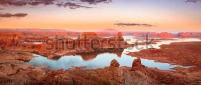 Carta da parati Tramonto dorato nel lago Powell, Utah, USA