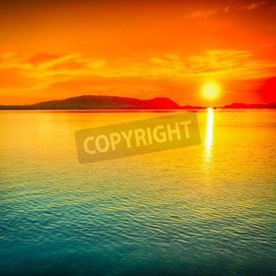 Carta da parati tramonto mozzafiato sul mare.