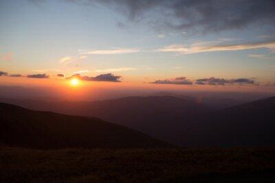 Carta da parati tramonto o l'alba in montagna