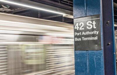 Carta da parati Treno in corsa a New York metropolitana. 42 st