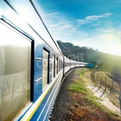 Carta da parati Treno Motion e wagon blu. Trasporto urbano