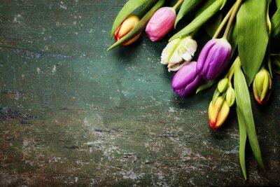 Carta da parati Tulipani su uno sfondo di legno