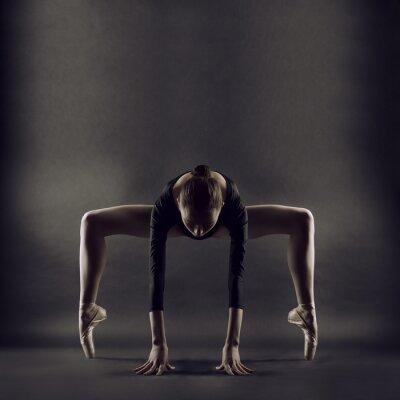 Carta da parati Un ritratto di giovane donna bella ginnasta
