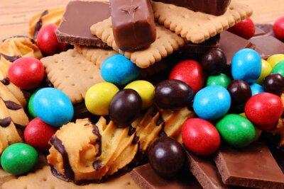 Carta da parati Un sacco di dolci sulla superficie di legno, cibo malsano