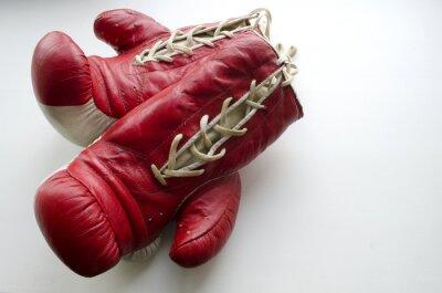 Carta da parati vecchi guanti boxe rosso e bianco su sfondo chiaro