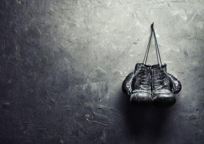 Carta da parati vecchi guanti da boxe appendere sulla trama chiodo sul muro