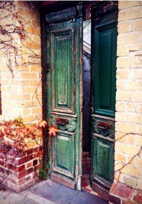 Carta da parati vecchia porta aperta