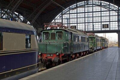Carta da parati Vecchie locomotive alla stazione ferroviaria
