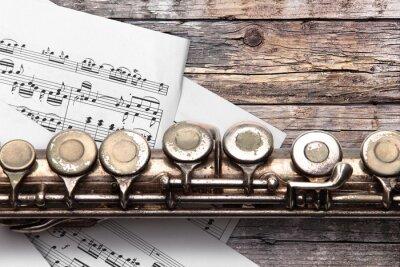 Carta da parati Vecchio flauto con foglio di musica su tavole di legno arrugginiti