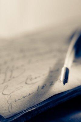 Carta da parati Vecchio libro con la penna della piuma