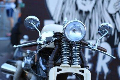 Carta da parati Vecchio moto d'epoca con accenti cromati e un proiettore