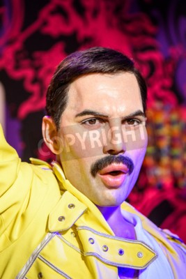 Carta da parati VIENNA, AUSTRIA - August 08, 2015: Freddie Mercury Figurine Al Madame Tussauds.