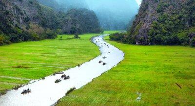 Carta da parati Vietnam paesaggio viaggio. fiume contorto e montagne di Tam Coc Ninh Binh