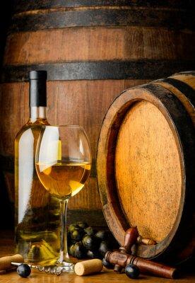 Carta da parati vino bianco su sfondo di legno barile