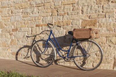 Carta da parati Vintage bicicletta e vecchia valigia in un muro di pietra