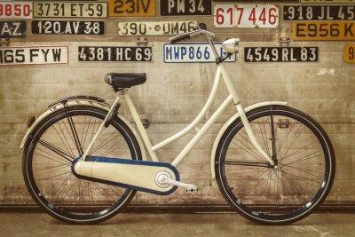 Carta da parati Vintage signora bicicletta in una vecchia fabbrica