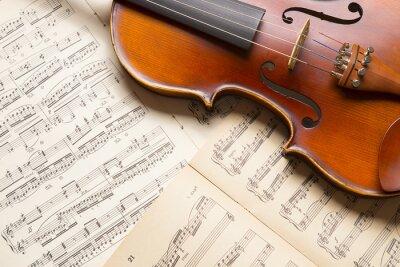 Carta da parati violino d'epoca sulla musica foglio.