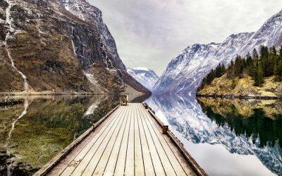 Carta da parati vista dal villaggio di Gudvangen verso fiordo, Norvegia