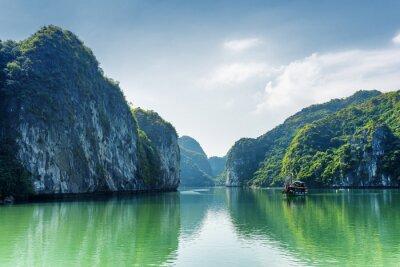 Carta da parati Vista della laguna nella baia di Ha Long, il Mar Cinese Meridionale, il Vietnam
