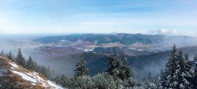 Carta da parati Vista panoramica dalla cresta della montagna a valle
