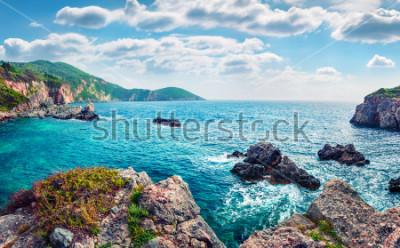 Carta da parati Vista panoramica primavera di Limni Beach Glyko. Favoloso paesaggio marino mattutino del mar Ionio. Splendida scena all'aperto dell'isola di Corfù, in Grecia, in Europa. Bellezza della natura