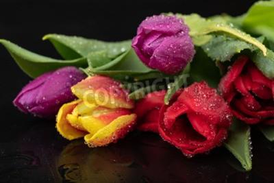 Carta da parati Wet tulip flower on a dark wet table. A bouquet of flowers with water. Dark background.