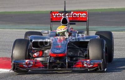 Carta da parati BARCELLONA - 21 febbraio: Lewis Hamilton della McLaren F1 che corre in Formula Uno giornate di test squadre al circuito di Catalunya il 21 febbraio 2012 a Barcellona, Spagna
