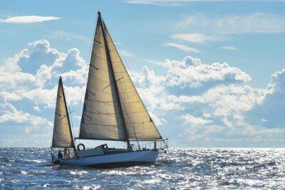 Carta da parati Yacht a vela in una giornata di sole nella baia di Riga