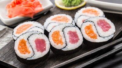 Carta da parati Yin Yang futomaki con tonno e salmone