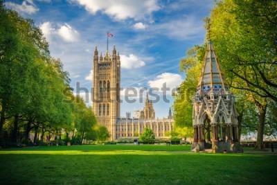 Poster Abbazia di Westminster osservata dai giardini della torre di Victoria, Londra, Regno Unito