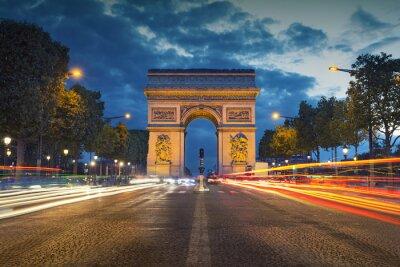 Poster Arco di Trionfo. Immagine delle iconiche Arc de Triomphe a Parigi, città al crepuscolo ora blu.