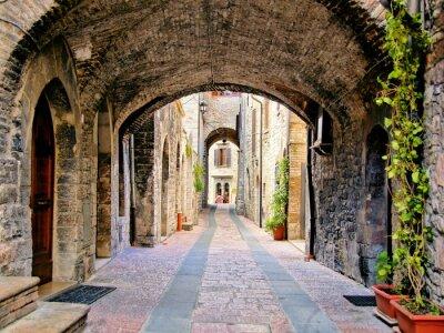 Poster Arco strada medievale nella città di Assisi, Italia