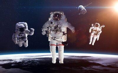 Poster Astronauta nello spazio sullo sfondo del pianeta terra. Elementi di questa immagine fornita dalla NASA