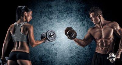 Poster Athletic uomo e la donna con un dumbells.