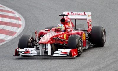 Poster BARCELLONA, SPAGNA - 18 febbraio 2011: Fernando Alonso della Ferrari alla guida della sua squadra vettura di F1 durante Formula Uno Squadre giorni di test al circuito di Catalunya.