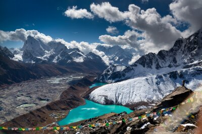Poster Beautiful turquoise lake high in the mountains. Nepal, Everest National Park. View from the Gokyo Peak (5,357 m).