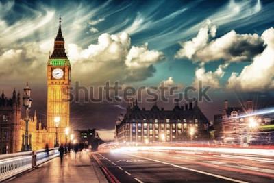 Poster Bei colori del Big Ben dal ponte di Westminster al tramonto - Londra.