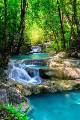 Poster Bella cascata in Thailandia foresta tropicale