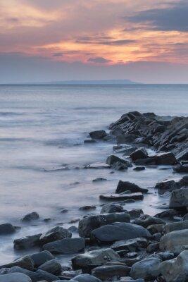 Poster Bella immagine del tramonto paesaggio della costa rocciosa in Kimmeridg