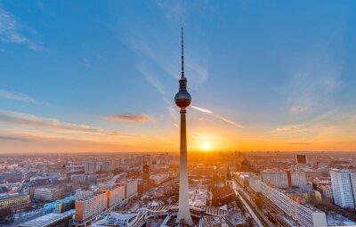 Poster Bello tramonto con la Torre della Televisione in Alexanderplatz a Berlino