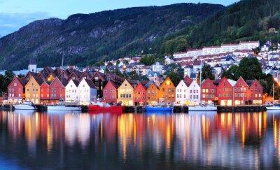 Poster Bergen vista di notte Cityscape riflessione
