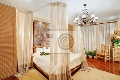 Poster: Camera da letto in stile medievale con letto a baldacchino sulla