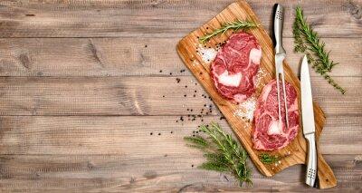Poster Carne cruda di manzo bistecca con erbe e spezie