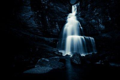 Poster cascata nella notte