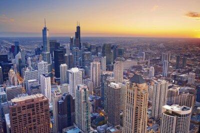 Poster Chicago. Veduta aerea del centro di Chicago al crepuscolo dall'alto.