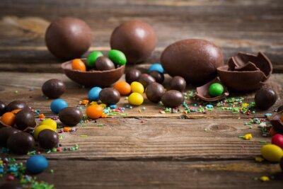 Poster Chocolate Easter Eggs su sfondo in legno