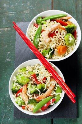 Poster Cinese tagliatelle con verdure e gamberi