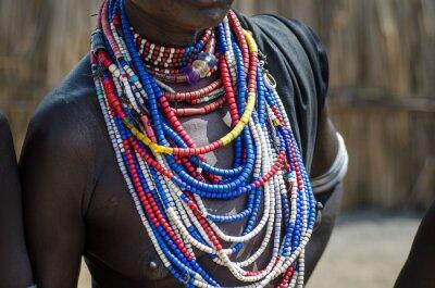 Poster Close up di collane di Arbore tribù donna